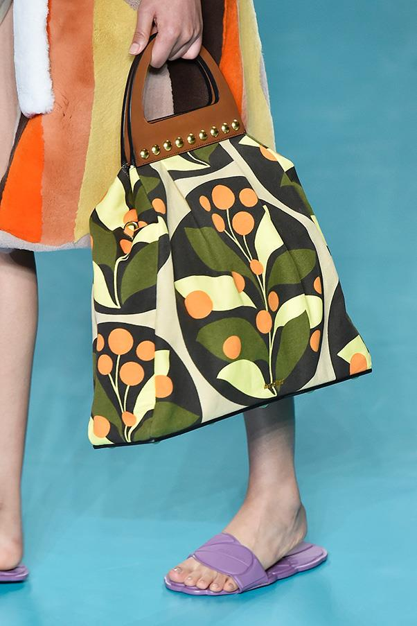 <strong>2. The marvelously '70s shopping tote</strong>