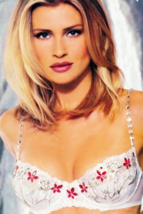 <strong>1998: Dream Angel Fantasy Bra</strong> <br>Angel: Daniela Pestova <br>Value: $5,000,000 <br><br>Czech supermodel Daniela Pestova becomes the third angel selected to model the fantasy bra with a dainty, jewelled creation