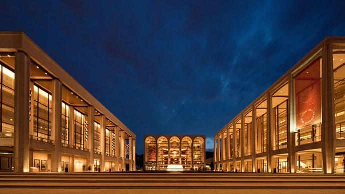 <strong>Lincoln Centre</strong> <br><br> On Manhattan's upper west side, Lincoln Center is home to both the Metropolitan Opera and the New York City Ballet. Get dressed up and enjoy an evening of unrivalled culture at one of Lincoln Center's stunning theatres.