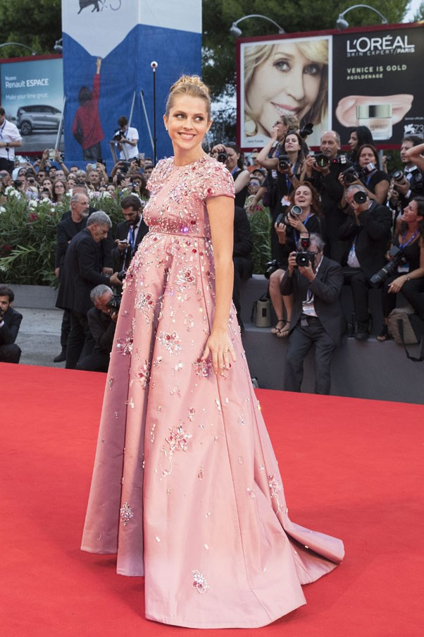 Arguably one of the most elegant maternity looks is Teresa Palmer at the 2016 Venice Film Festival.