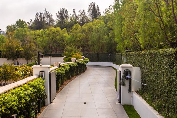 What mansion comes without a driveway that goes on for eons?
