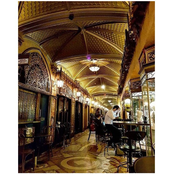 """<strong><a href=""""https://www.qthotelsandresorts.com/sydney-cbd/eat-drink/parlour-lane-roasters/"""">Parlour Lane</a></strong> <br><br> <strong>Location:</strong> CBD <br><br> If you want a luxurious, 1920s-esque decor to start your day, head to Parlour Lane. Hot tip: the milkshakes are to die for. <br><br> <a href=""""https://www.instagram.com/p/BKHlYNpg6xl/      """">@qtsydneypics</a>"""