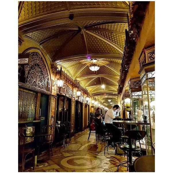 "<strong><a href=""https://www.qthotelsandresorts.com/sydney-cbd/eat-drink/parlour-lane-roasters/"">Parlour Lane</a></strong> <br><br> <strong>Location:</strong> CBD <br><br> If you want a luxurious, 1920s-esque decor to start your day, head to Parlour Lane. Hot tip: the milkshakes are to die for. <br><br> <a href=""https://www.instagram.com/p/BKHlYNpg6xl/      "">@qtsydneypics</a>"