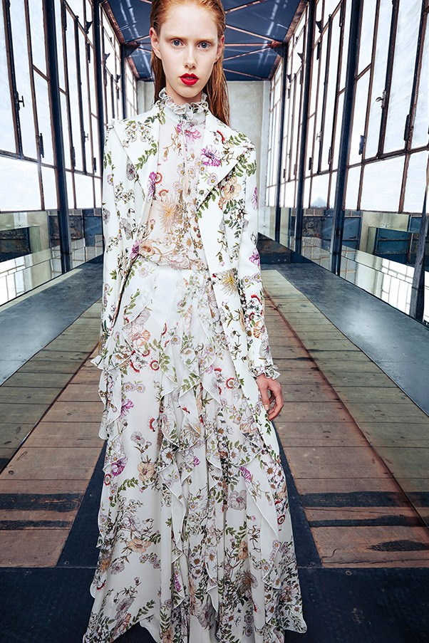 <strong>Botanical florals</strong><br><br> Giambattista Valli