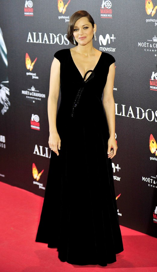 Marion Cotillard looks incredible in Giorgio Armani Privé at the <em>Allied</em> premiere in Spain on November 22nd.