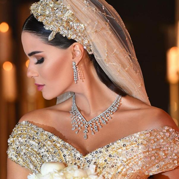 "The bride's beauty look and jewellery. <br><Br> Instagram: <a href=""https://www.instagram.com/doooonie/"">@doooonie</a>"