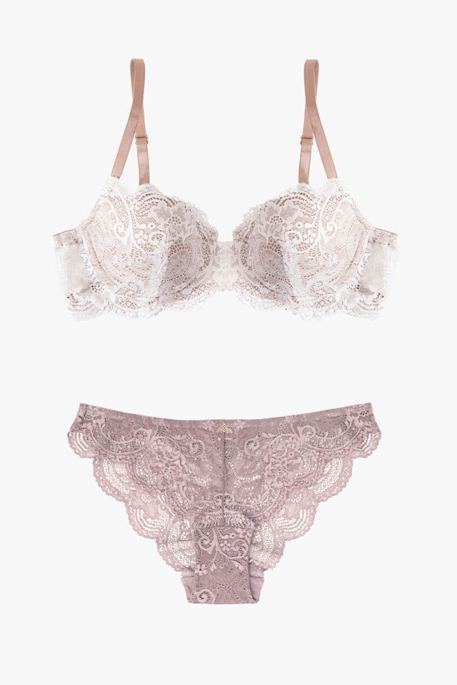 """<a href=""""https://www.thirdlove.com/""""><strong>Third Love</strong> </a> <br></br> With a mantra tailored towards designing for women, rather than men, Third Love puts comfort first in their pretty, everyday collections."""