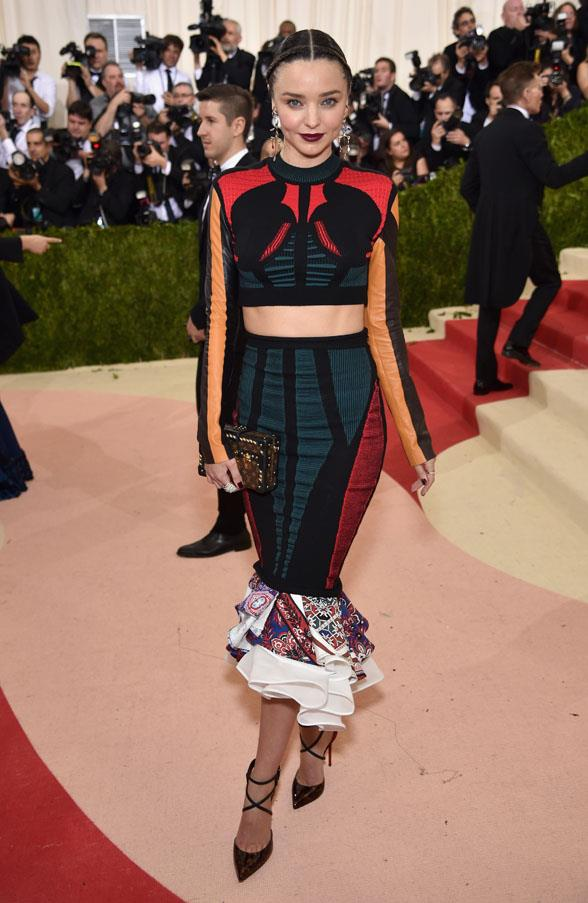<strong>May 2, 2016</strong><br><br> Miranda opts for this gothic-chic Louis Vuitton set at the Met Gala.