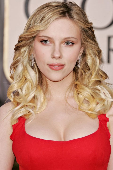 <strong>SCARLETT JOHANSSON</strong>  <br><br> Scarlett Johansson's shiny blonde ringlets stole the show at the 2006 Golden Globes.