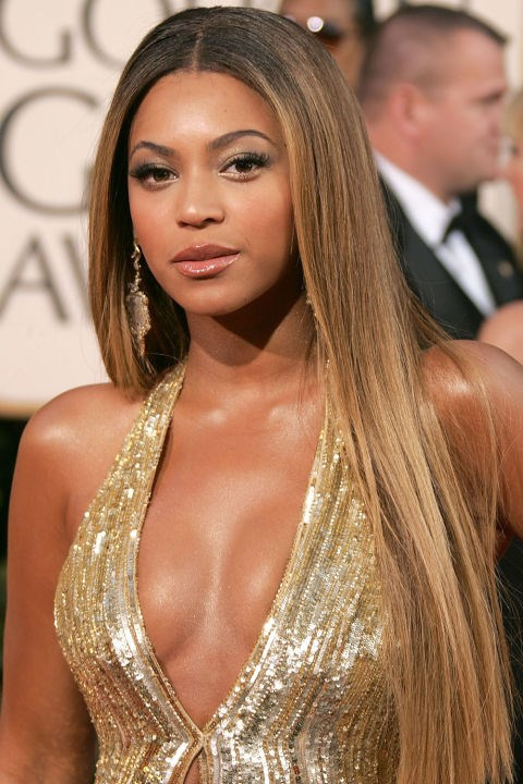 <strong>BEYONCÉ</strong>  <br><br> Taking the gold theme literally, Beyoncé looked stunning with golden-blonde hair and a bronze glow.