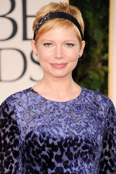 <strong>MICHELLE WILLIAMS</strong> <br><br> A sparkly black headband elevates Michelle Williams' signature cut to a festive beauty look fit for the occasion.