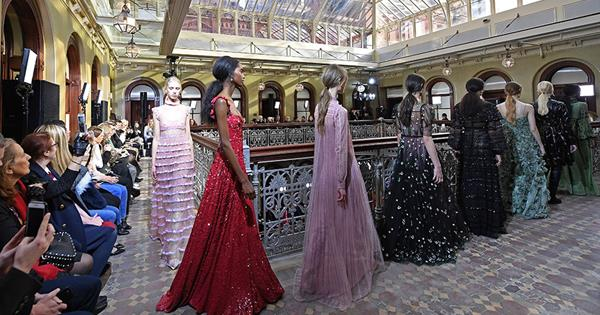 4cbfef5346b Valentino s Pre-Fall 2017 Show in New York Was Fairly Spectacular ...