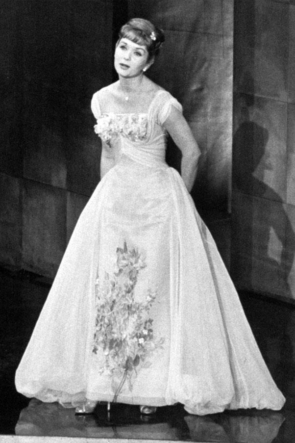 <strong>1958:</strong> <br><br> Debbie Reynolds