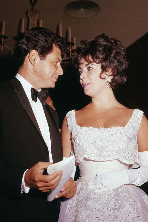 <strong>1960:</strong> <BR><BR> Elizabeth Taylor