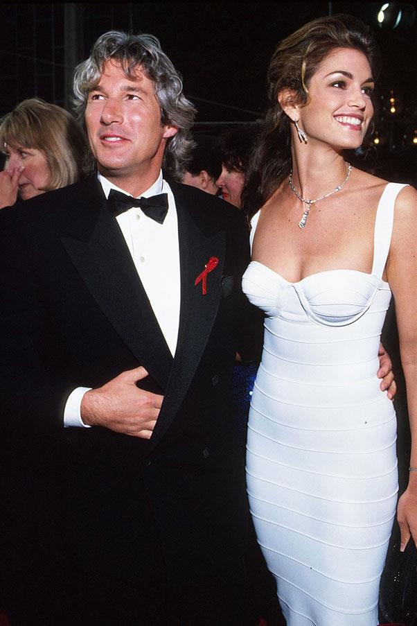 <strong>1993:</strong> <br><br> Cindy Crawford in Herve Leger