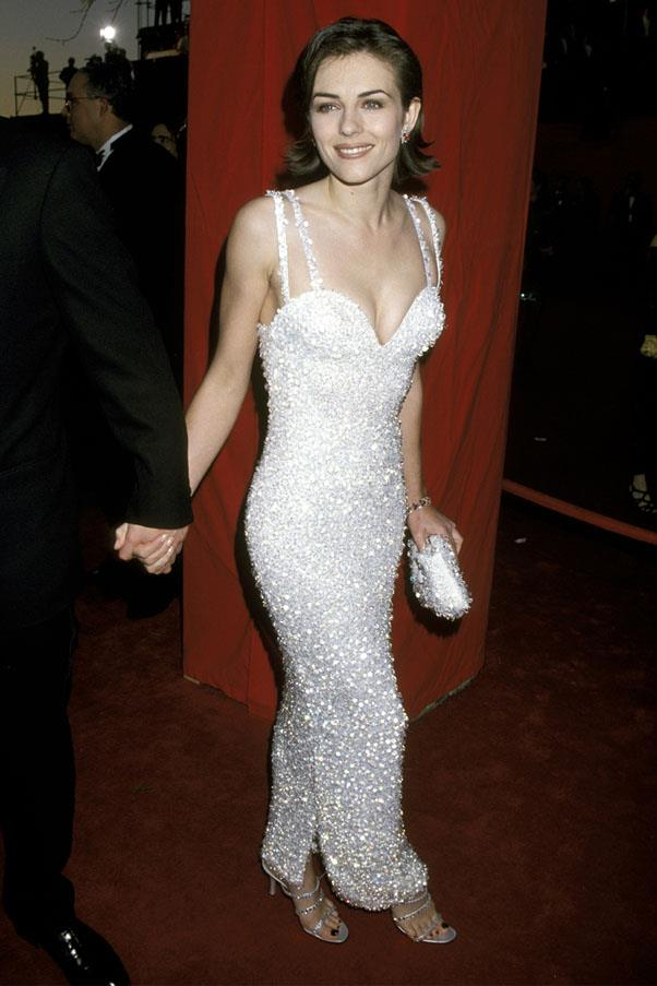 <strong>1995:</strong> <br><br> Elizabeth Hurley in Versace
