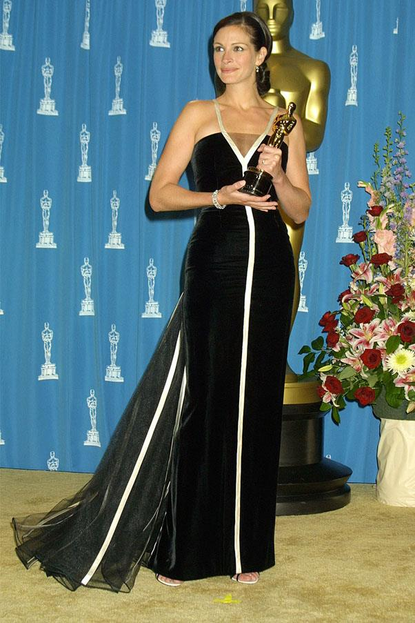 <strong>2001:</strong> <br><br> Julia Roberts in Valentino