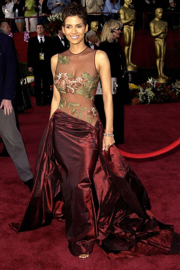 <strong>2002:</strong> <br><br> Halle Berry