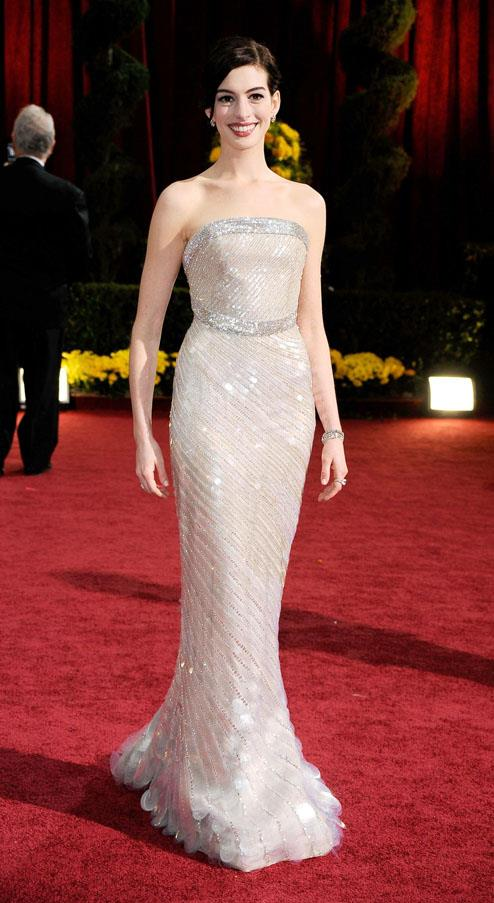 <strong>2009:</strong> <br><br> Anne Hathaway in Armani Prive
