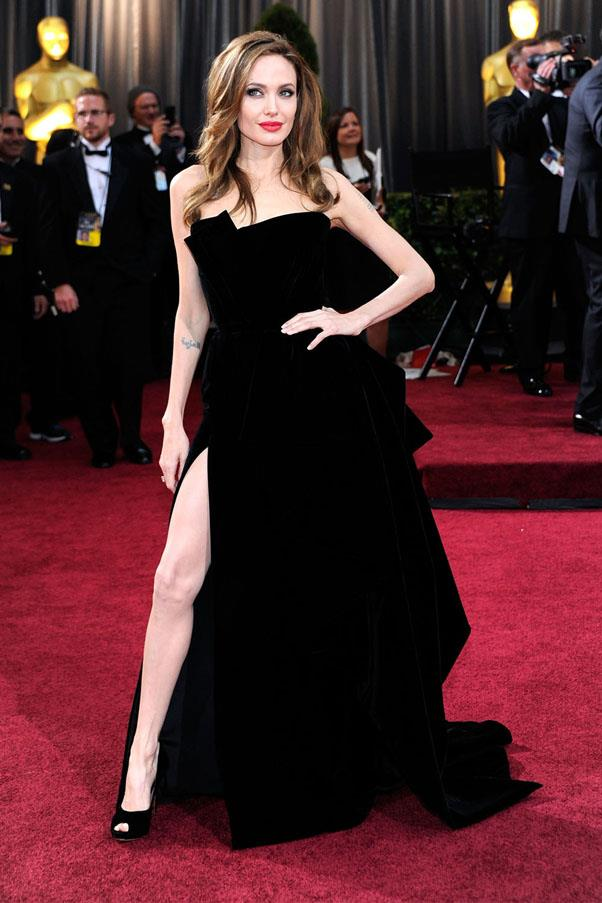 <strong>2012: </strong> <br><br> Angelina Jolie in Atelier Versace