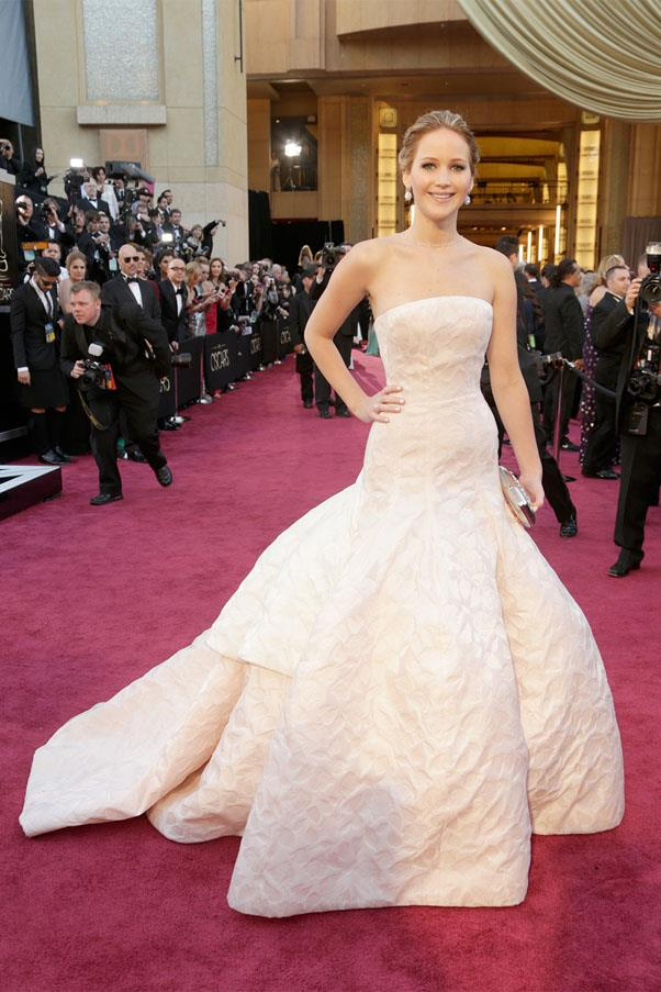 <strong>2013:</strong> <br><br> Jennifer Lawrence in Christian Dior Haute Couture