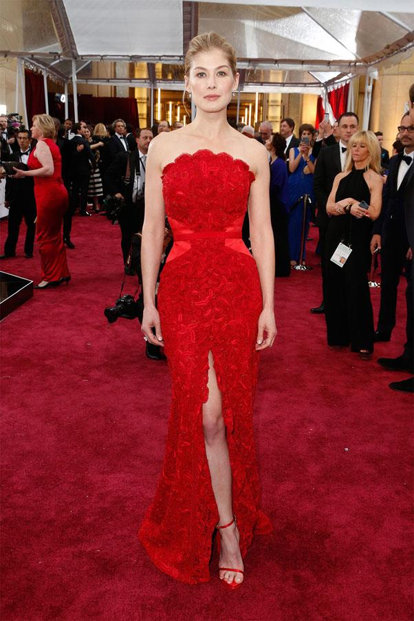 <strong>2015:</strong> <br><br> Rosamund Pike in Givenchy
