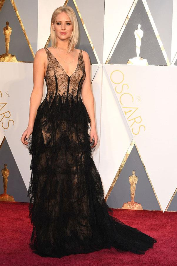 <strong>2016:</strong> <br><br> Jennifer Lawrence in Christian Dior Haute Couture