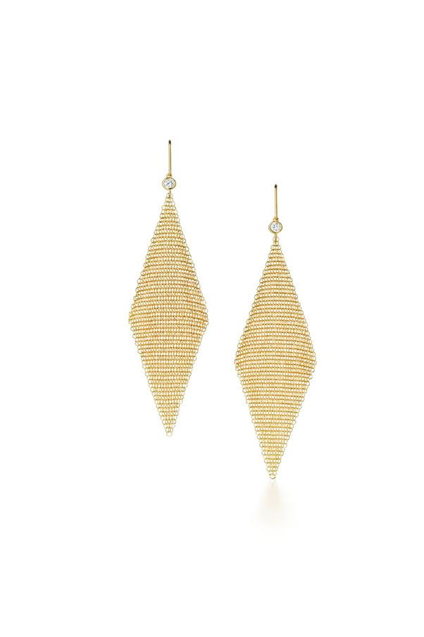 """Elsa Peretti earrings, $2,550 at <a href=""""http://www.tiffany.com.au/collections/elsa-peretti/elsa-peretti-mesh-earrings-26836476?fromGrid=1&search_params=p+1-n+10000-c+288187-s+5-r+1603634032-t+-ni+1-x+-lr+0-hr+-ri+-mi+-pp+23564+38&search=0&origin=browse&searchkeyword=&trackpdp=bg&fromcid=288187&trackgridpos=376"""">Tiffany & Co. </a>"""
