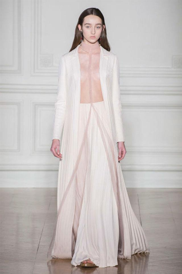 """Elie Saab was not alone in venturing into drouser territory either. <a href=""""http://www.harpersbazaar.com.au/runway-report/the-edit/2017/1/valentino-haute-couture-spring-summer-2017/valentino-haute-couture-spring-summer-2017-image-20/"""">Valentino</a>'s couture collection also featured something resembling the dress/trouser hybrid in the form of a floor-length shirt dress worn over a pair of wide-leg pleated trousers. <a href=""""http://www.harpersbazaar.com.au/news/fashion-buzz/2017/1/versace-not-showing-at-couture-week-2017/"""">Versace</a>, <a href=""""http://www.harpersbazaar.com.au/runway-report/the-shows/ready-to-wear/2016/6/everything-you-need-to-know-from-gucci-cruise-2017-runway/"""">Gucci</a> and <a href=""""http://www.harpersbazaar.com.au/news/fashion-buzz/2016/12/givenchy-chadstone-boutique-opens/givenchy-chadstone-boutique-opens-image-4/"""">Givenchy</a> have also nodded to the trend in recent collections, albeit all done in different ways."""
