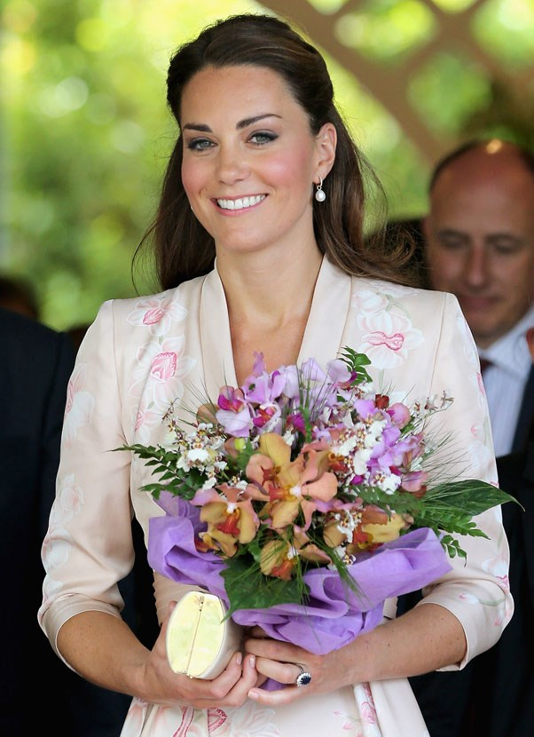 <strong>September, 2012</strong> <br><br> Kate wearing a silvery shadow to contrast her full and dark lashes.