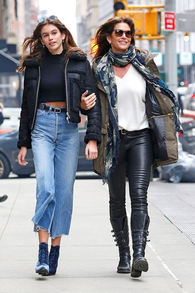 <strong>Cindy Crawford and Kaia Gerber</strong> <BR><BR> Cindy Crawford and her daughter Kaia Gerber stepped out in New York this week wearing similar oufits, consisting of jeans, boots and plain tees. Trés chic.