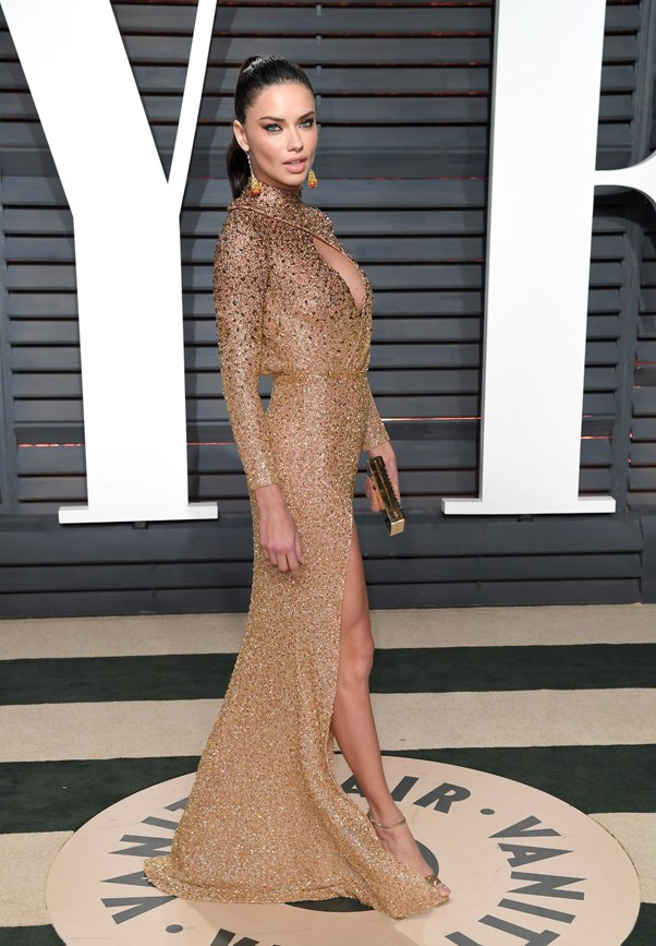 <strong>Adriana Lima sparkled in Labourjoisie</strong>