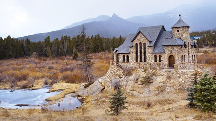 <strong>Chapel on The Rock, Colorado, USA</strong> <br><br> This extraordinary chapel that sits atop a massive granite rock near Rocky Mountain National Park.