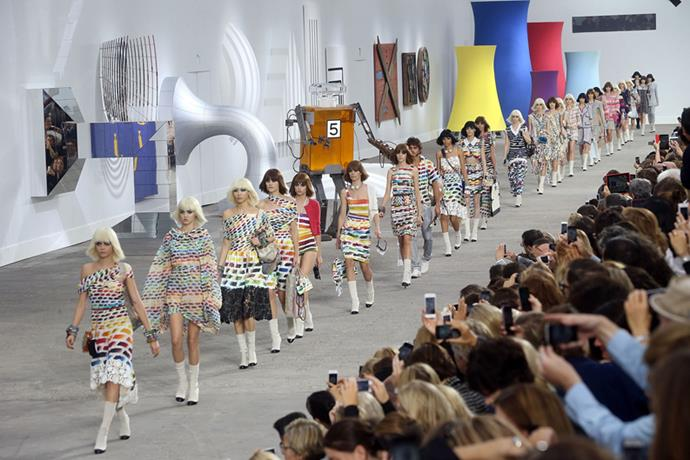 <p> <strong>THE ART GALLERY</strong> <P> <em>Spring summer '14</em>