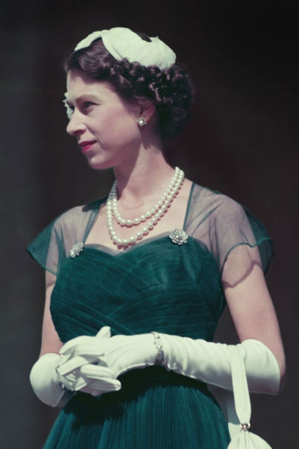 <strong>CREAM CRUSHED VELVET</strong> <p><p> On a tour of Australia in March 1954, Queen Elizabeth II stood on the balcony of the Government House. Dressed in a deep emerald gown and and a cream crushed velvet headpiece, she looked like a dancer straight out of Swan Lake.