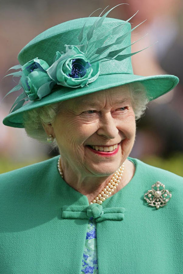 <strong>EMERALD HEAD TO TOE</strong> <p><p> From coat, to hat, to floral detail, the Queen stays true to the colorful monochrome look.