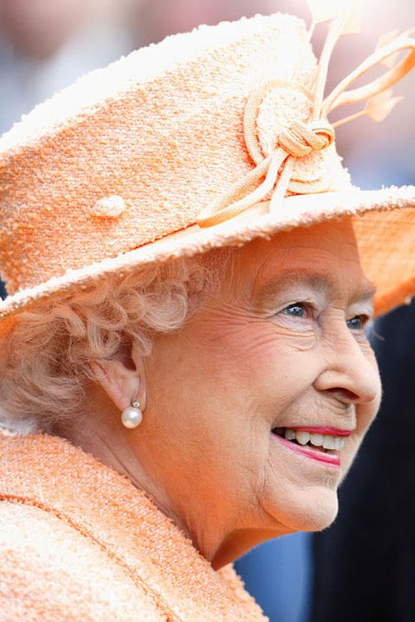 <strong>CREAMSICLE ORANGE</strong> <p><p> This peaches-and-cream hat exactly matches color and tweed texture of the Queen's coat. She's the loveliest creamsicle we ever did see.