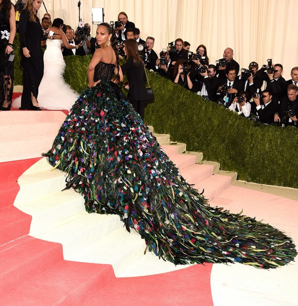 <strong>2016</strong> <br><br> When Zoe Saldana took arts and crafts to new heights with a feathered Dolce & Gabbana dress.