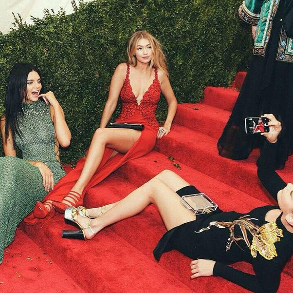"""<strong>2015</strong> <br><br> When the new generation of supermodels decided to lounge on the Met steps. <br><br> Image: <a href=""""https://www.instagram.com/p/2UM-n-Ovrr/"""">@hadidnews</a>"""