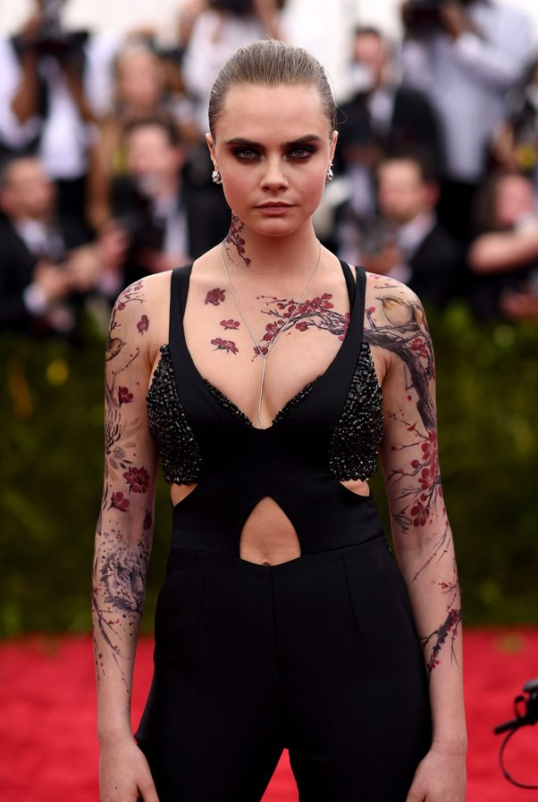 <strong>2015</strong> <br><br> When Cara Delevingne got temporarily tatted up.