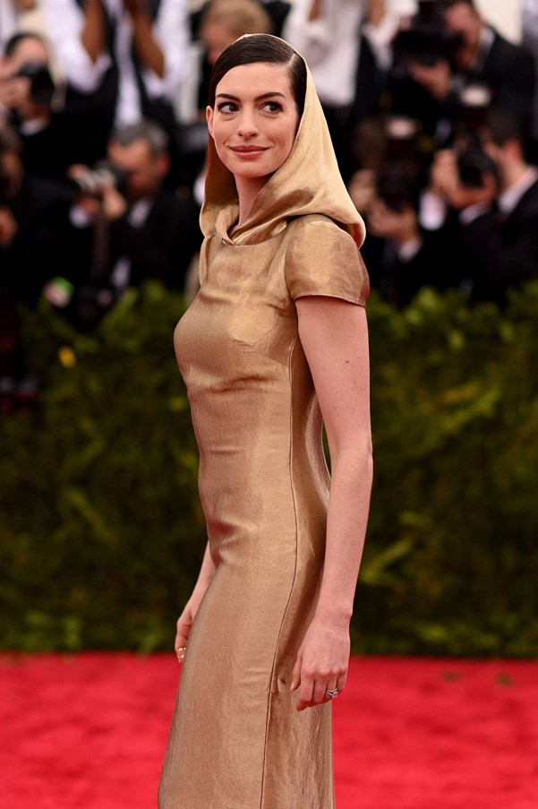<strong>2015</strong> <br><br> When Anne Hathaway wore a gold metallic hooded gown and gave us Princess Leia flashbacks.