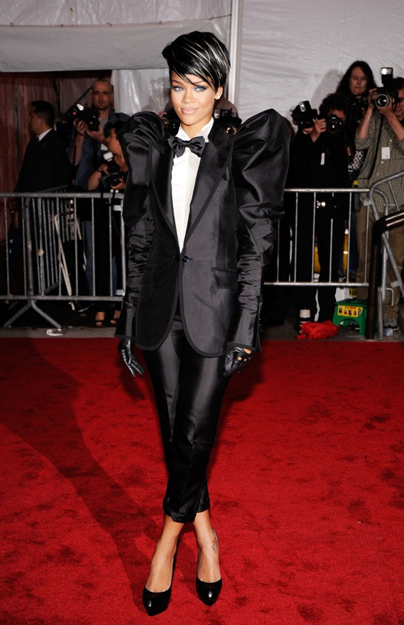<strong>2009</strong> <br><br> When Rihanna played with proportions in this puffy-sleeved Dolce & Gabbana suit.