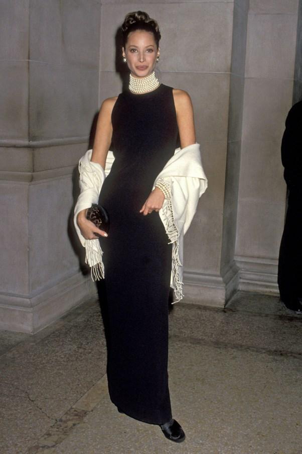 <strong>1992</strong> <br><br> When Christy Turlington gave us her best Audrey Hepburn look.