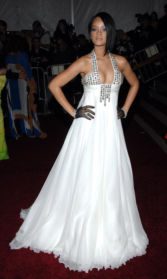 <p><strong>RIHANNA</strong> <p>in Georges Chakra, 2007