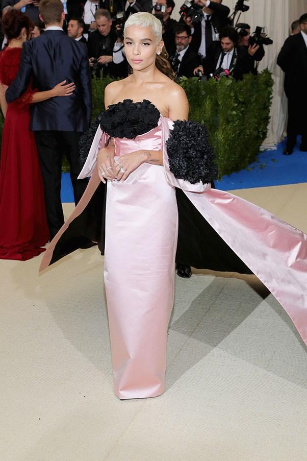 "<strong>Zoë Kravitz in Oscar de la Renta</strong><br><br> ""She looks beautiful. A harmonic blend of feminine and cool."" - Anna Lavdaras, beauty writer"