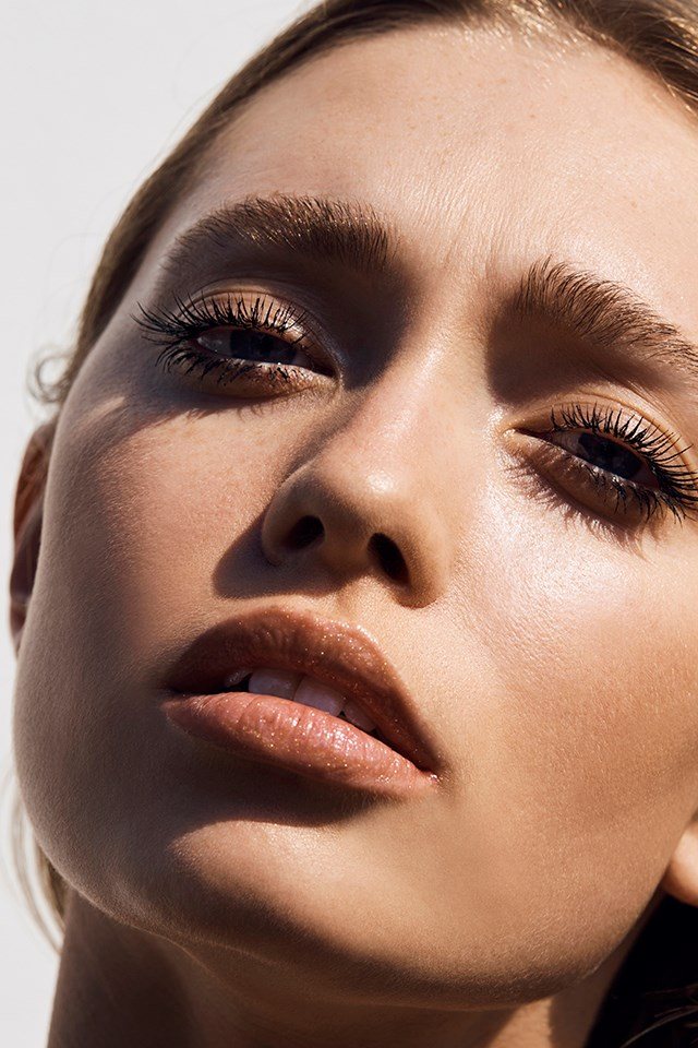 Official Makeup Artist for Chanel Australia, Victoria Baron, shares her top beauty tips on how achieve that just-returned-from-Capri beauty look with the Chanel Cruise Makeup Collection.