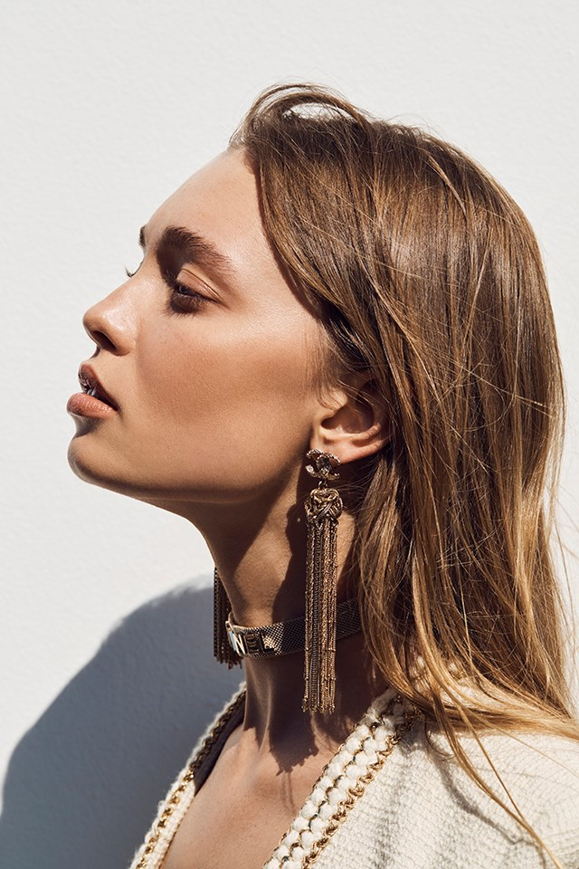 """<strong>Step 1: A bronzed glow</strong> <br><br> To achieve a bronzed and luminous glow, """"apply a light oil to the skin to accentuate collarbones and shoulders"""" says Victoria. Use the <a href=""""https://www.chanel.com/en_AU/fragrance-beauty/skincare/p/by-category/moisturisers/huile-de-jasmin-p102000.html?WT.srch=1&WT.mc_id=FB_SKINCARE__en_AU_sea_20170419&WT.mc_t=sea#skuid-0102000?WT.srch=1&WT.mc_id=FB_SKINCARE__en_AU_sea_20170419&WT.mc_t=sea"""">Chanel Huile de Jasmin Revitalising Facial Oil with Jasmine Extract</a> $220. <br><br> For a luminous complexion, choose a bronzer with ultra-fine gold particles. """"You're not using a bag of products to create a sculpted, contoured face here. It can't look contrived. It has to look like your second skin."""" Try the <a href=""""http://shop.davidjones.com.au/djs/en/davidjones/les-beiges-healthy-glow-luminous-colour"""">Chanel Les Beiges Heathy Glow Luminous Colour bronzer</a>, $88."""