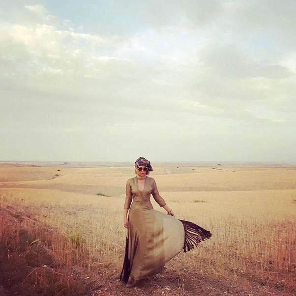 "Instagram: <a href=""https://www.instagram.com/p/BUX3LhZlwO2/"">@theglamourai</a>"