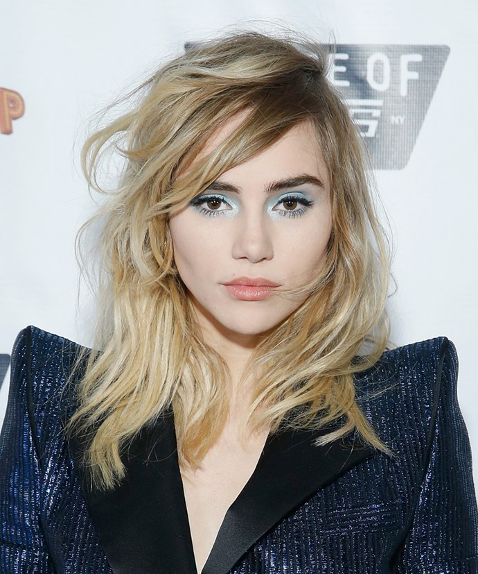 "<strong>Suki Waterhouse washes her hair with Coca Cola:</strong> She recently told *Us Weekly* that she rinses her hair with the soda to give freshly-washed hair some added texture. ""Coca-Cola makes it tousled, like [she's] gone through the Amazon or something."""