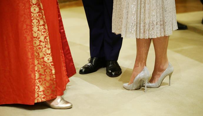 Close-up detail of Kate's Oscar de la Renta heels.